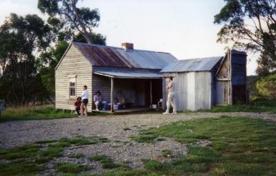 Cooinbil Hut - Farts 19940049.jpg