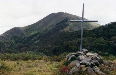 Cross at base of Mt.Feathertop - 10.jpg