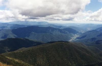 MUMC hut and Harrietville from Mt.Feathertop - 9.jpg