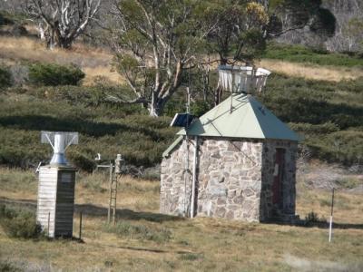 Weather station near Valentine turnoff. - P1080400.JPG