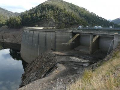 Tumut Dam. Very low water level. - P1010961.JPG