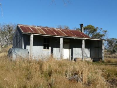 Mackays Hut. - P1020142.JPG