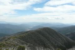 MUMC hut at end of ridge - P1070521.JPG