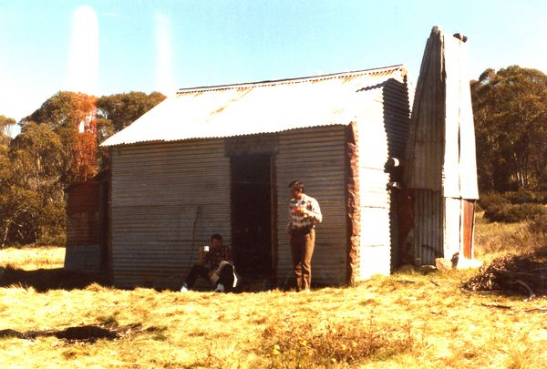 Olgilvies (Cool Plain ) hut - 1986 -0017.jpg