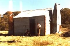 Olgilvies (Cool Plain ) hut - 1986 -0017.jpg