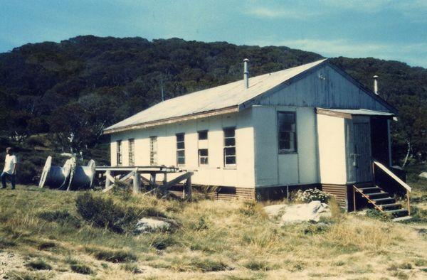 Memorial Plaque 1977 - huts0001.jpg