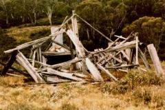 Ruins at head of Pretty Plain 1986 - Ruins_Pretty_Plain1986_2.jpg
